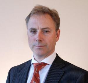 Jonathan Davies van UBS AM