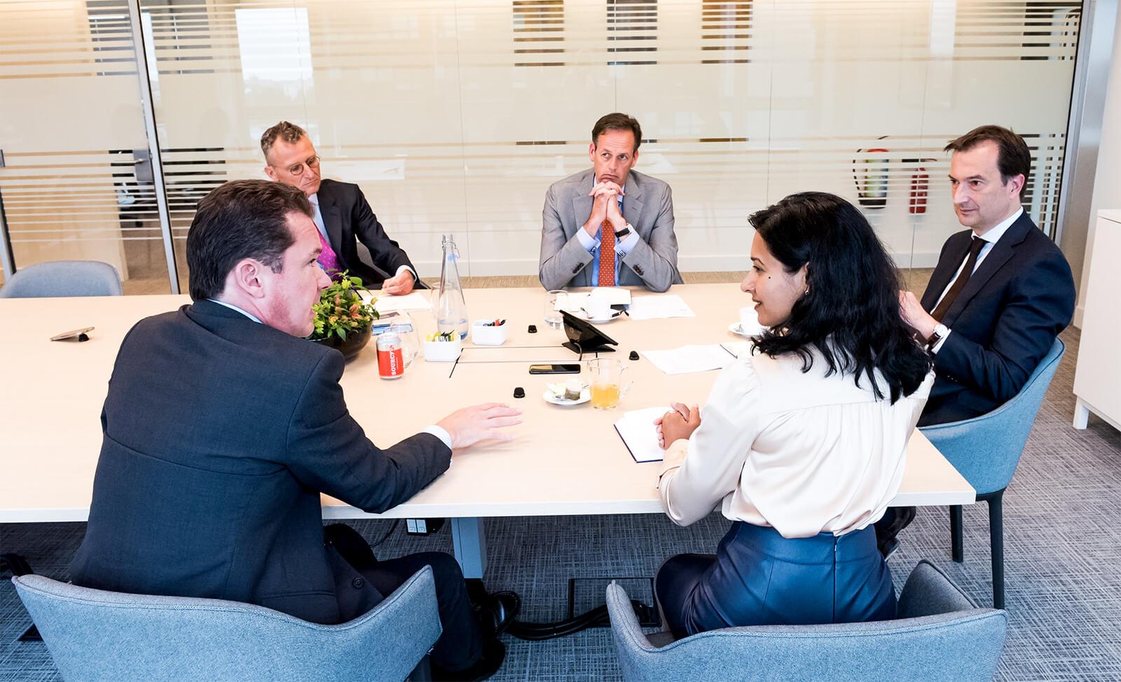 zakelijke mensen in vergadering