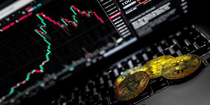 Prijsanalyse: bitcoin komt op adem na koersval