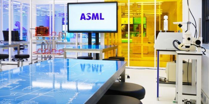 ASML: stieren lekker in het zadel
