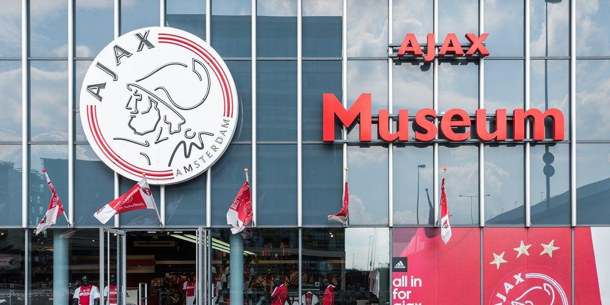 Ajax verlengt contract met Christian Rasmussen