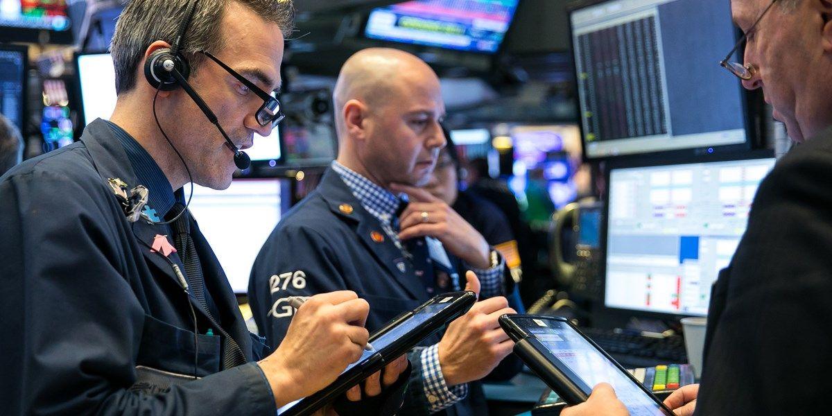 Wall Street koerst flink lager