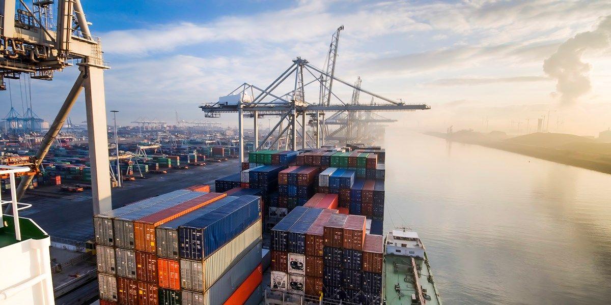 Blokkeerschip Suezkanaal in beweging - media