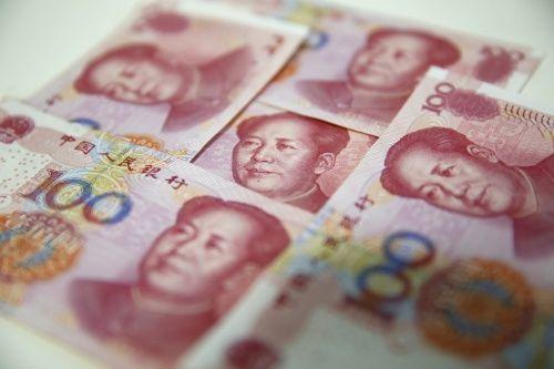 'Yuan kan alle kanten op'