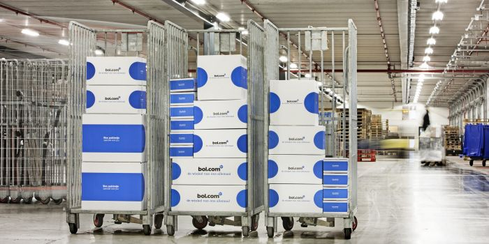 'Bol.com stapt in kleding in afwachting Amazon'
