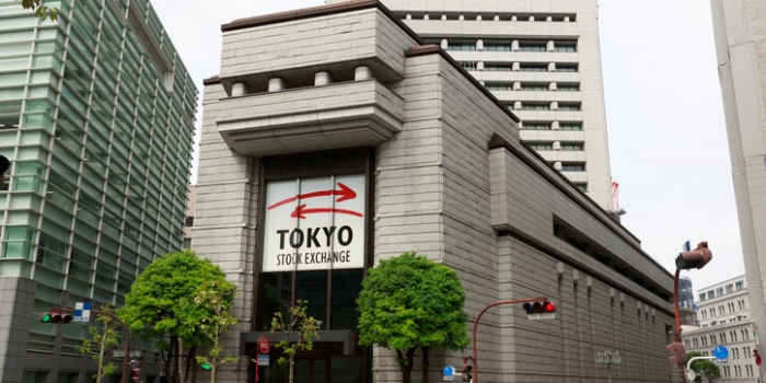 Nikkei sluit fors lager door verliezen chipbedrijven